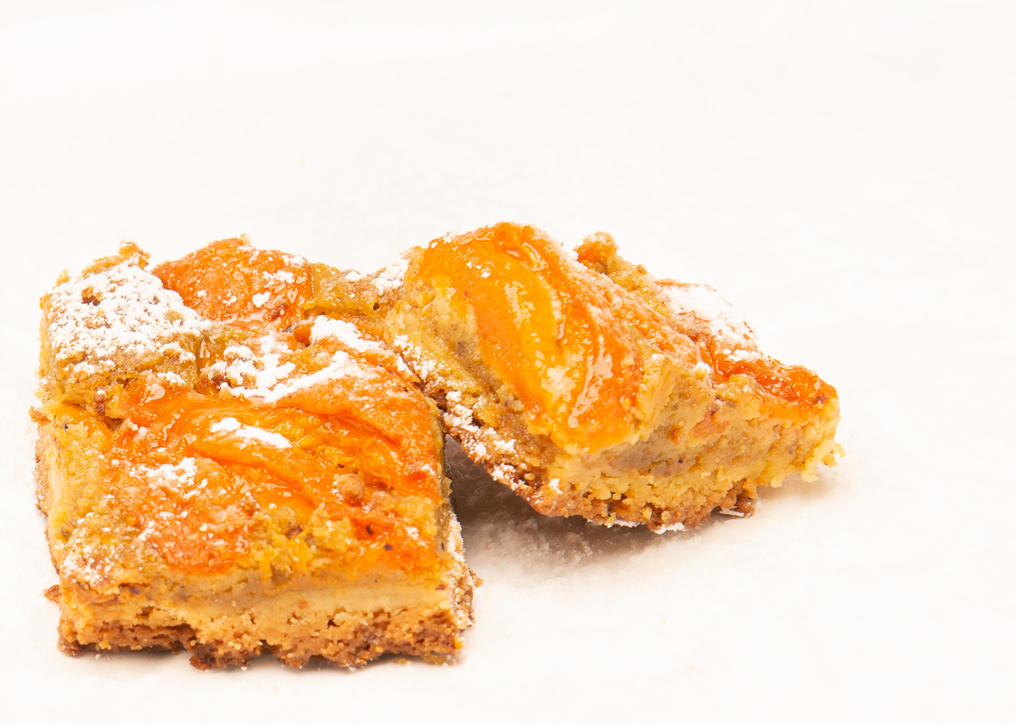 Me and The Queen of Sheba: Apricot Pistachio Bars